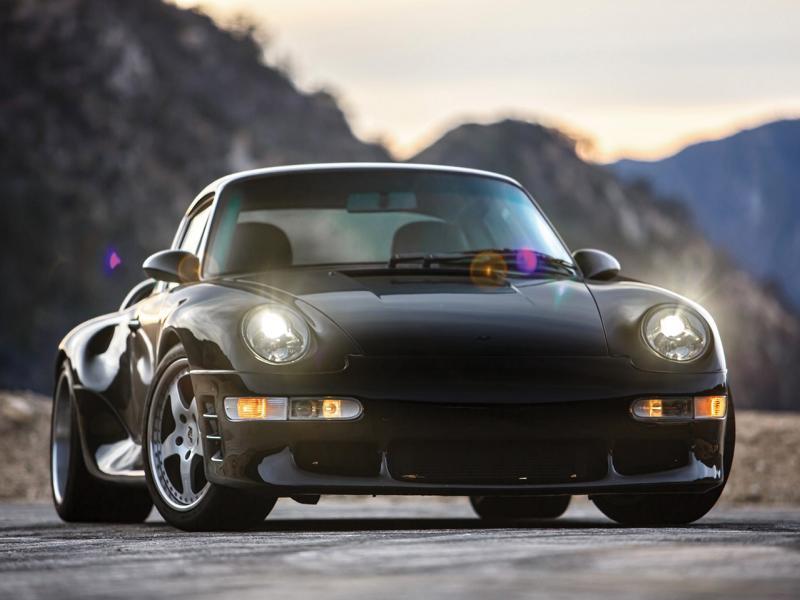 Если у вас есть лишние $700 000–$900 000, то предлагаем вам взглянуть на новый лот RM Sotheby's – немолодой, но шикарный Porsche 911 (993), тюнингованный в ателье RUF Automobile.