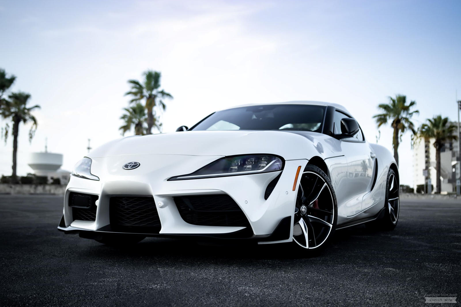 The 2020 Toyota GR Supra comes equipped with a 340-hp (261-kW) BMW engine which is only compatible with its own eight-speed transmission. It sprints 0-60 km/h (0-97 km/h) in four seconds flat and often shows much better performance numbers at the dyno than those stated in the manual. Despite this, many diehard Supra fans want their stick shift back, and want it badly.