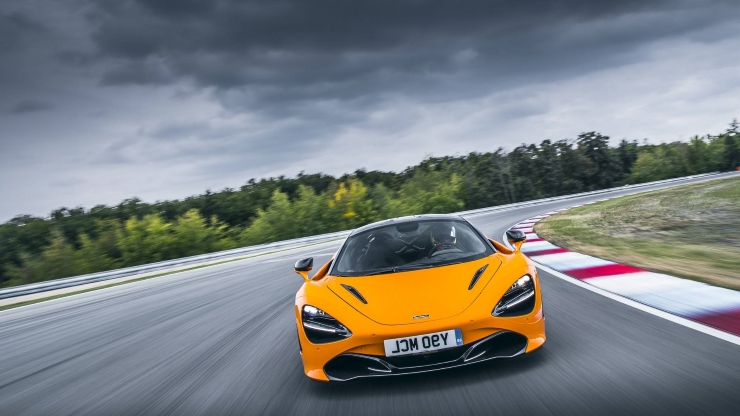 Christian Gebhardt, a racing driver, felt like finding out which car would be faster at the North Loop of the Nürburgring: the McLaren 600LT or the 720S. Despite the sizable performance gap between the two, he ended up with nearly identical lap times.
