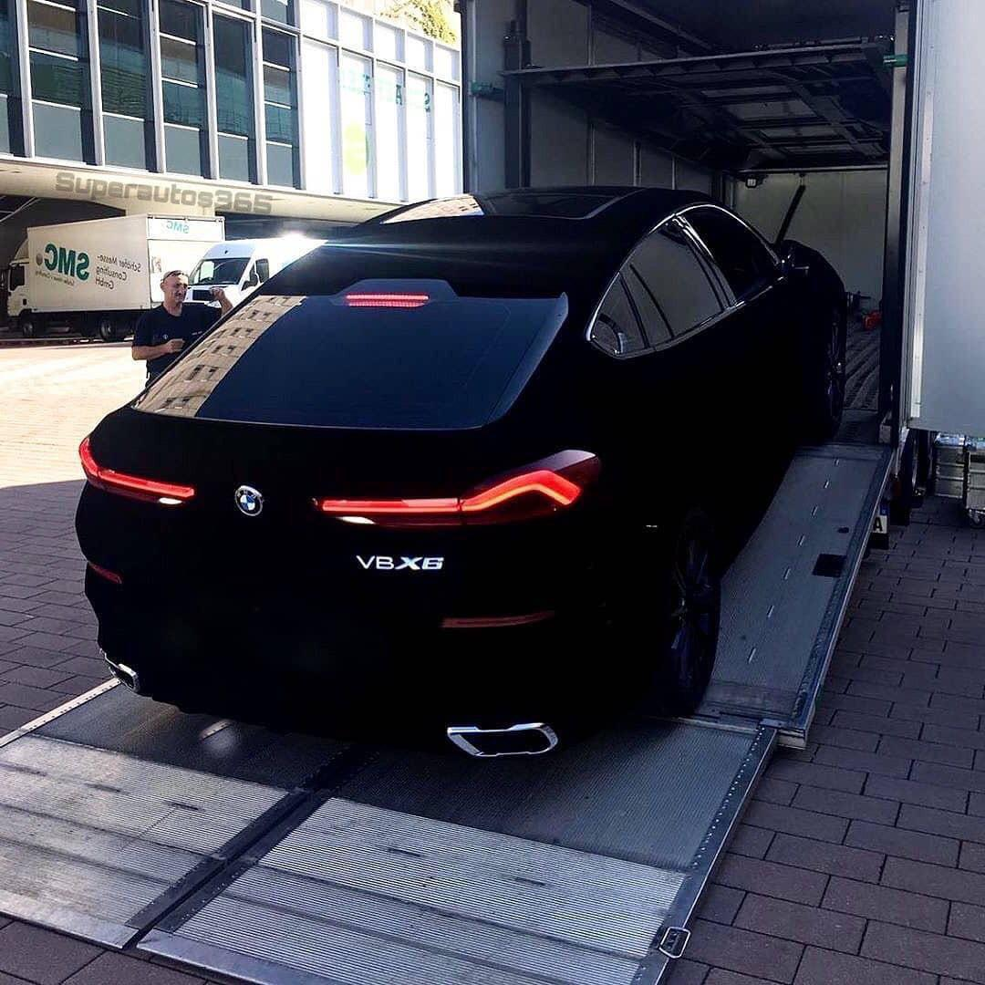 Not long ago at all, BMW introduced the unique X6 Vantablack SUV painted the darkest shade of black ever. A new video now emerged online, showing the car in action.