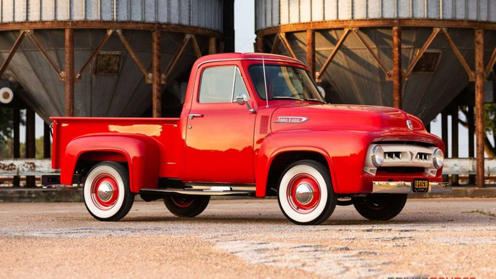 В городе Хьюстон (штат Техас) некто продает 66-летний пикап Ford F100, прошедший комплексную реставрацию. За него просят всего $59 500.