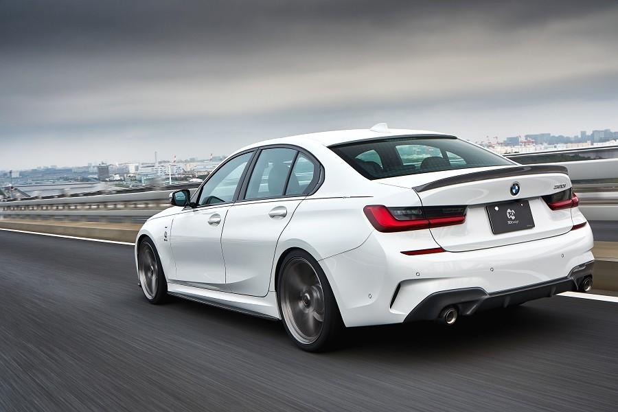 Японское тюнинг-ателье 3D Design уже многие годы занимается проектированием и производством углепластиковых аэродинамических обвесов для BMW. Их последняя работа – спортивный «прикид» для 3-й серии в кузове седан (G20) и универсал (G21).