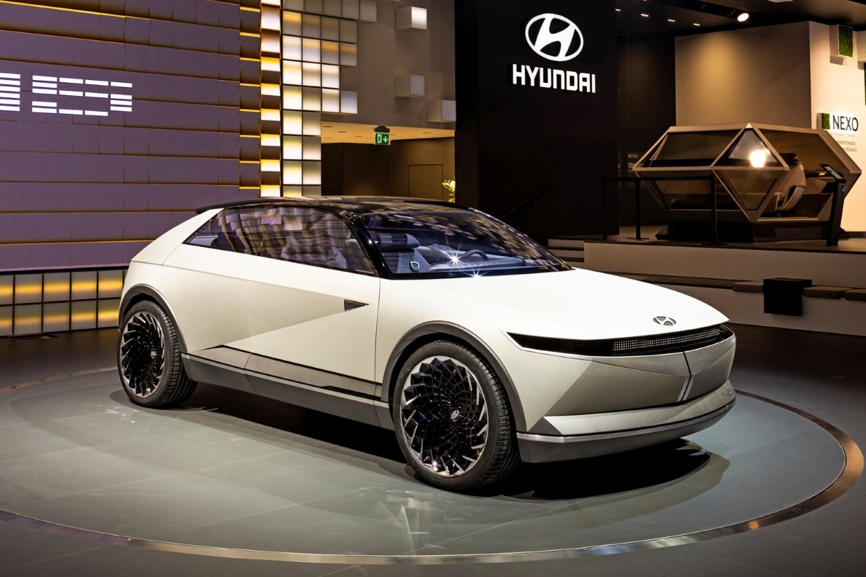 Hyundai may not have much of a history as a car manufacturer, but, like most of its peers nowadays, it tries to draw inspiration from its past successes. The Hyundai 45 Concept, which just debuted at the IAA 2019, is a good illustration of the design direction the company wants to take up next.