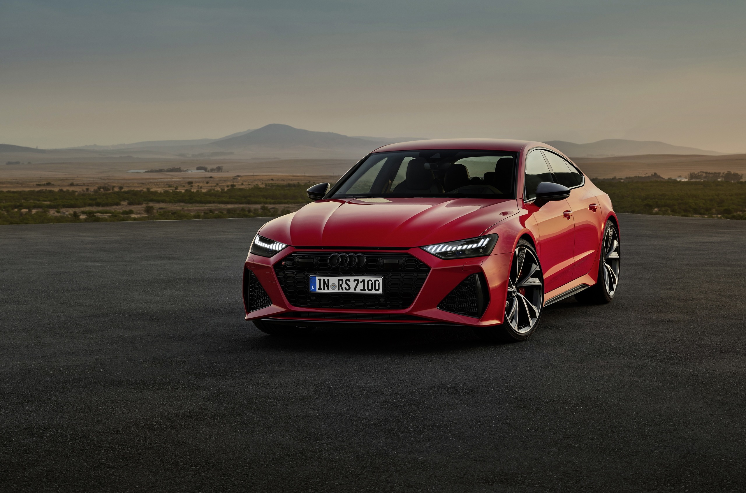 На только что открывшемся автосалоне во Франкфурте состоялся дебют нового поколения Audi RS7 Sportback. Спешим поделиться с вами главными особенностями лифтбека.