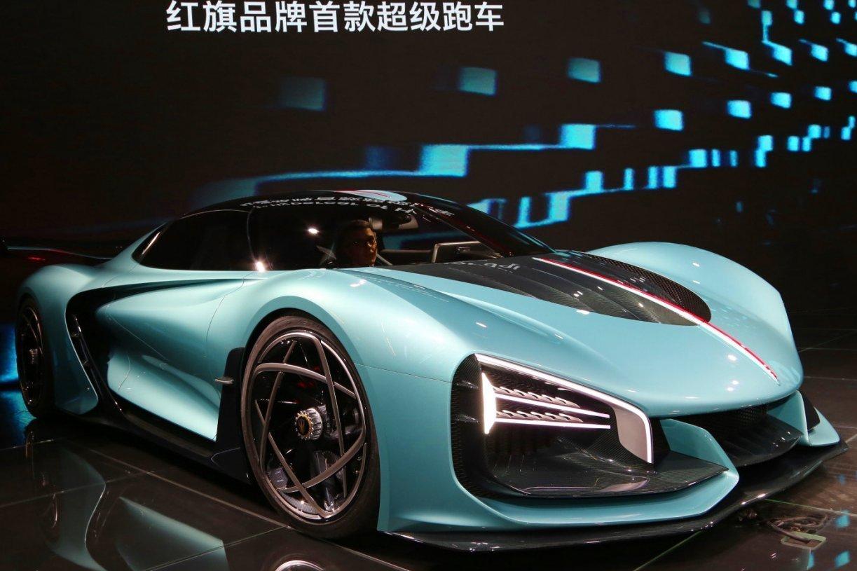 Следом за полноприводным SUV Hongqi E115, премиальный суббренд FAW презентовал во Франкфурте еще один автомобиль – концептуальный гиперкар S9. Ожидается, что новинка станет серийной, но сроки запуска массового производства пока не разглашают.