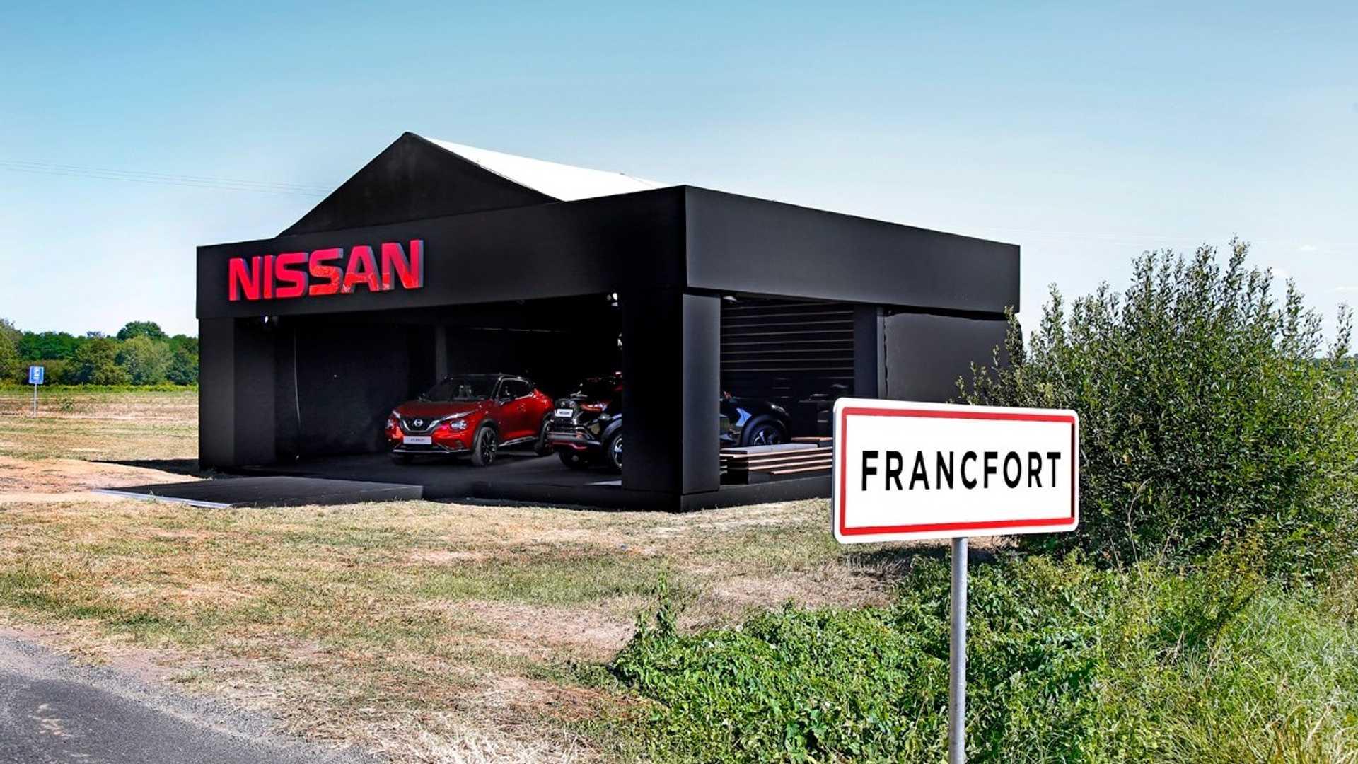 Компания «Ниссан» отказалась от участия во Франкфуртском мотор-шоу, вместо этого она организовала собственное мероприятие под названием Francfort Show 2019 в глухой деревне Франкфорт (Франция), где и провела презентацию Juke II поколения.