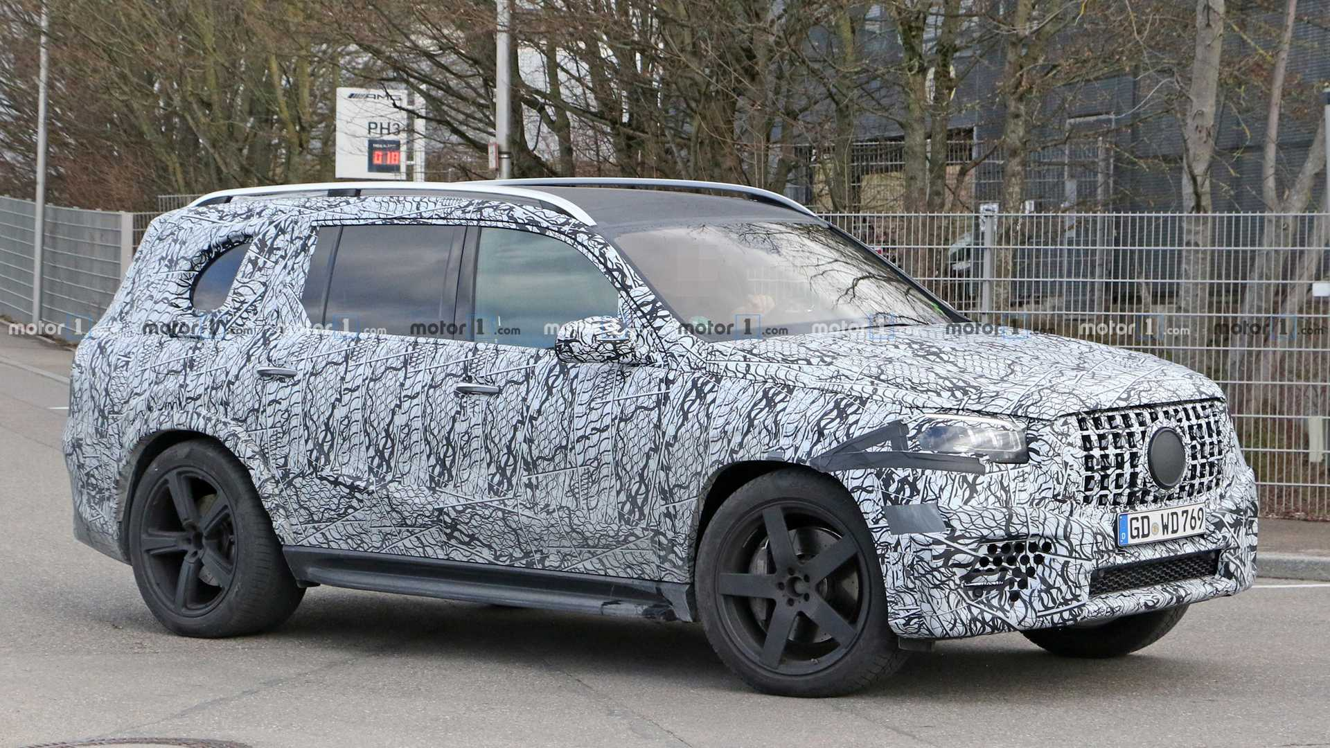 The mysterious elongated version of the Mercedes-Benz GLS, which has repeatedly been spotted by photographers over the past months, is actually a Maybach luxury vehicle, the manufacturer reports.