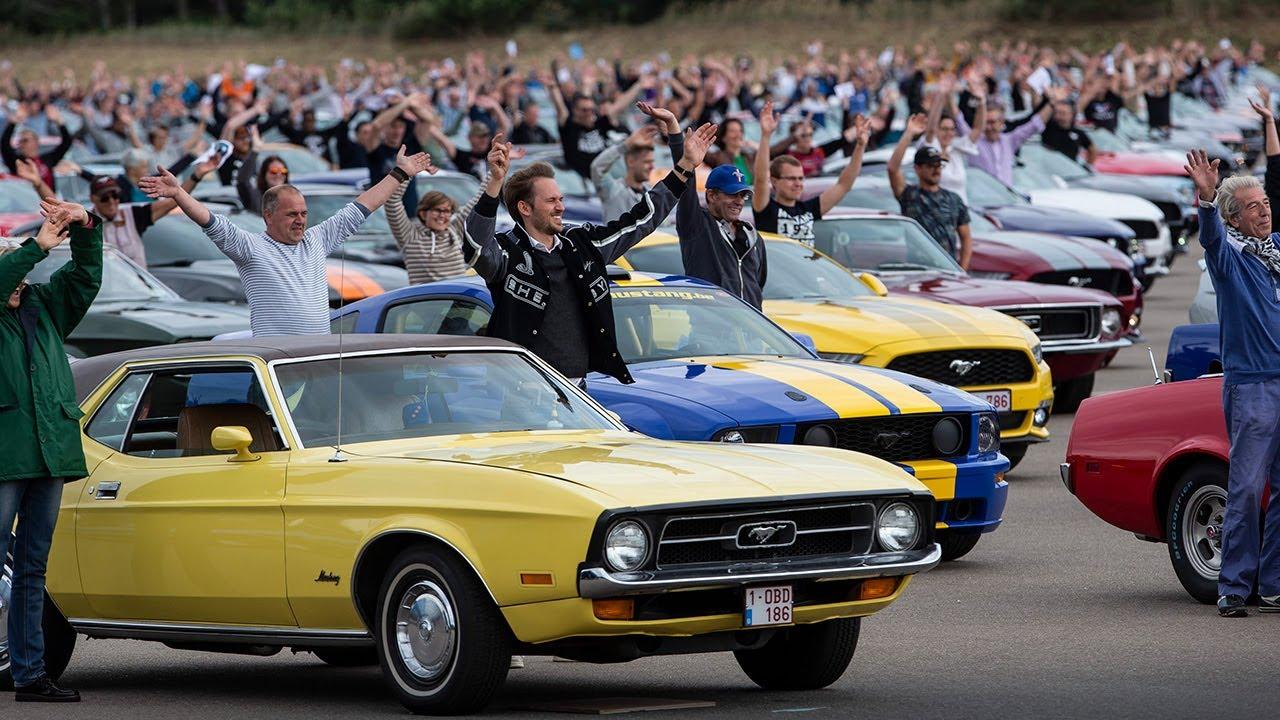 Ford установил мировой рекорд, собрав вместе более 1300 масл-каров Mustang.