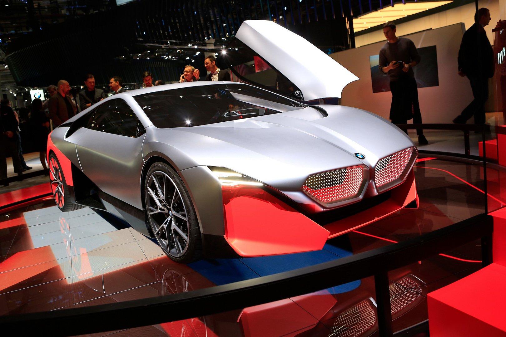 На Frankfurt Motor Show 2019 баварский автопроизводитель BMW презентовал концептуальный Vision M Next, призванный показать, как будут развиваться М-модели бренда в будущем.