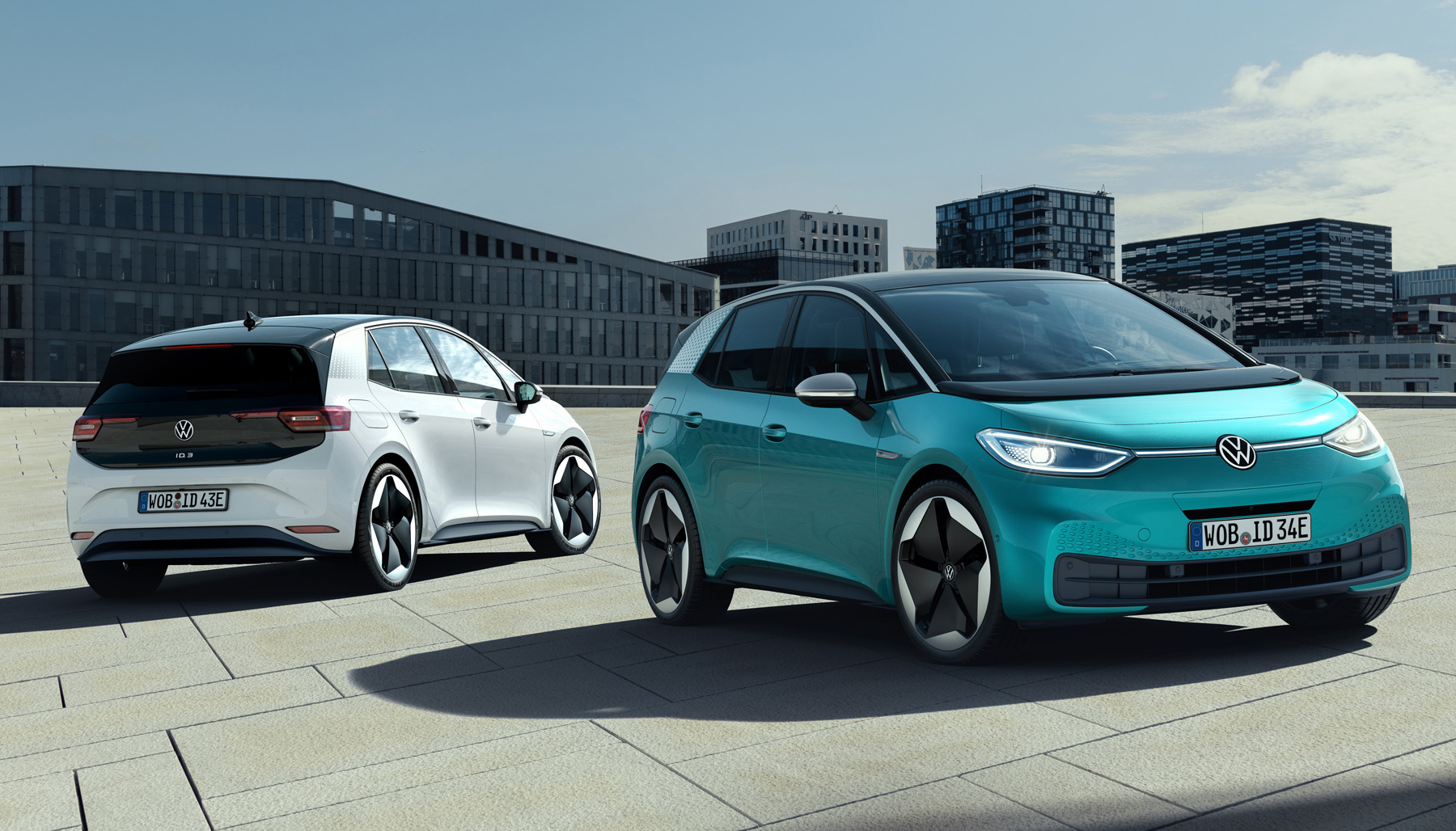 Literally a couple days after introducing its all-new ID.3 electric hatchback (see the gallery and the video), Volkswagen AG announced it would be bringing out a performance version called 'R'.