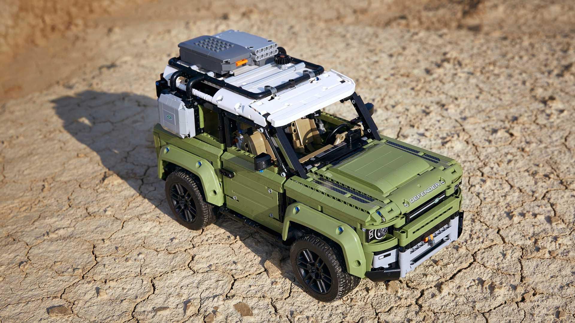 Вместе с новым поколением внедорожника Land Rover Defender дебютировала его модель для сборки марки Lego.