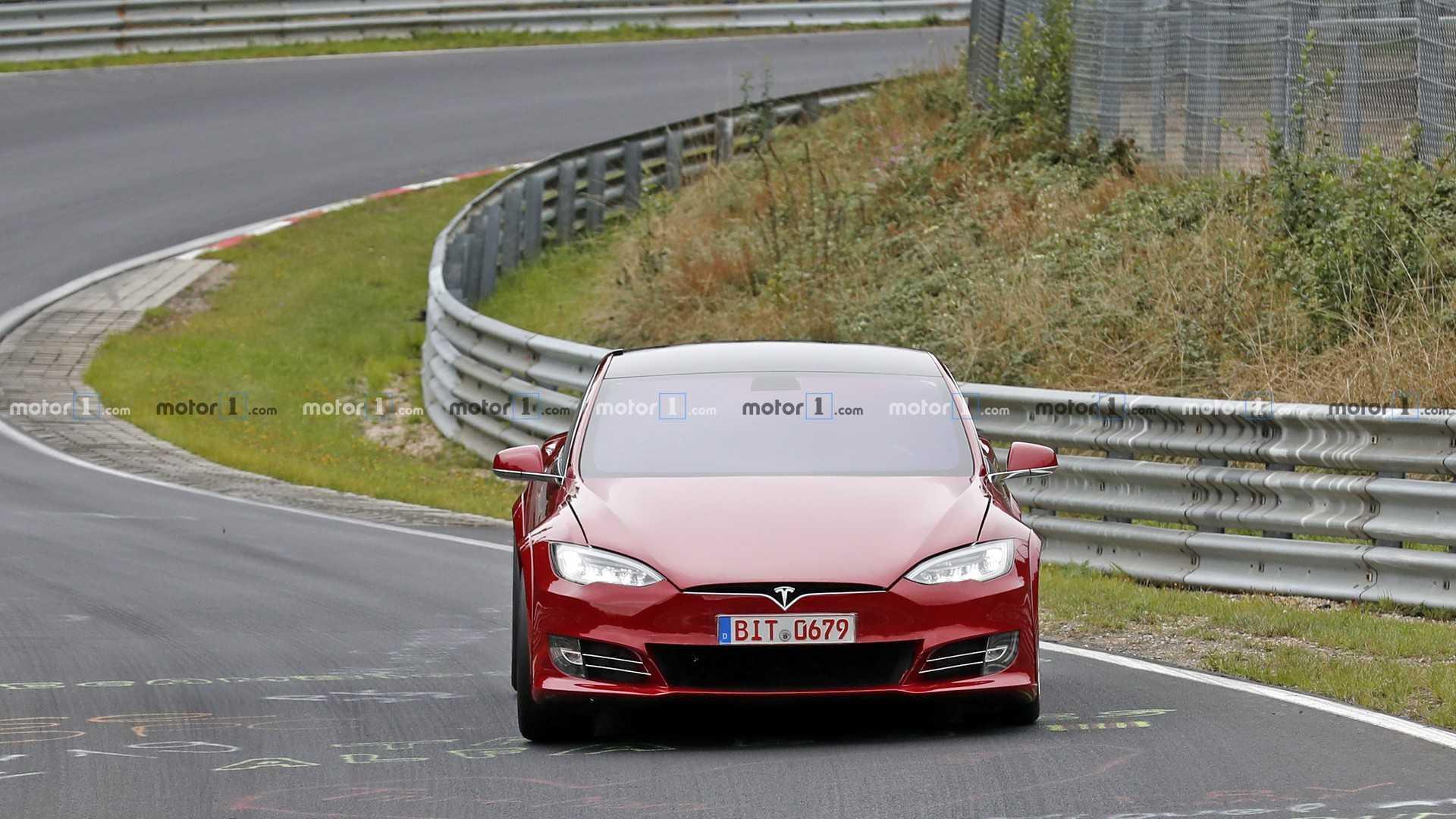 Электрический Tesla Model S обновил мировой рекорд трассы Laguna Seca со «штопором» – поворотом с большим перепадом высот. Отныне все 4-дверные седаны будут ориентироваться на время 1 минута и 36,555 секунды. Предыдущий чемпион – Jaguar XE SV Project 8 – проезжал круг на одну секунду дольше.