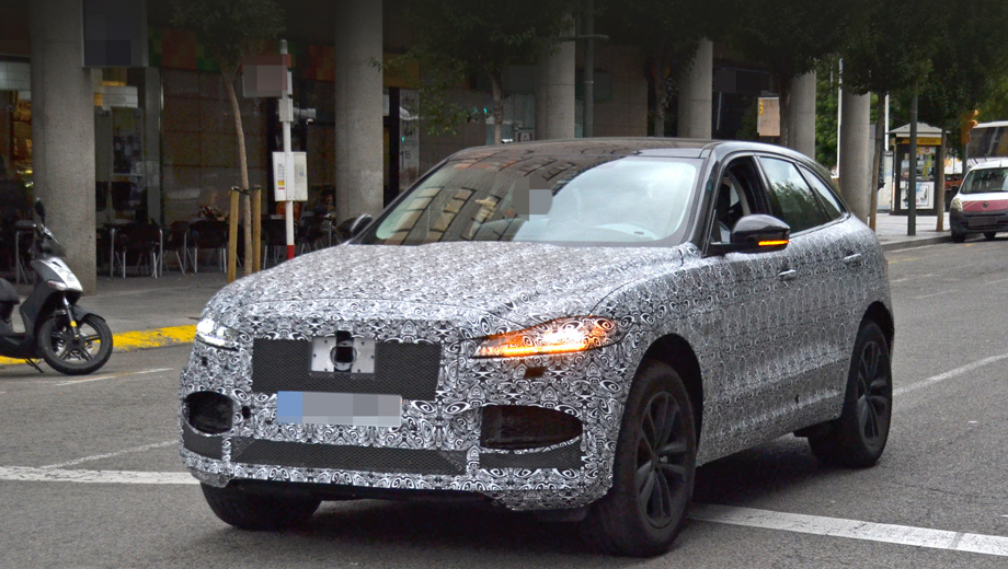 The Jaguar F-Pace came out back in 2015, so it should not be surprising that it is getting its planned mid-generational refresh next year. Today, car spotters have fished out the first test vehicle cruising the city streets.
