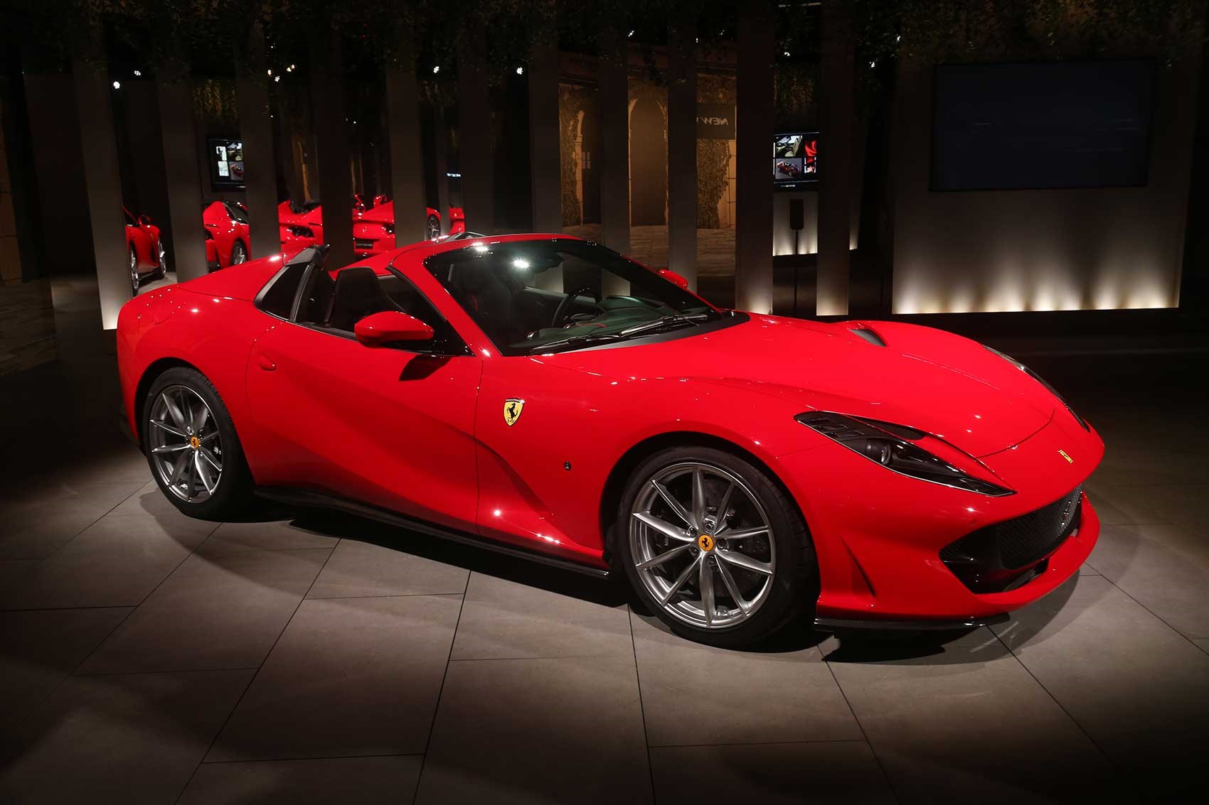 Экологические нормы постоянно ужесточаются, и соответствовать им всё сложнее. 12-цилиндровые моторы постепенно уступают место более скромным по объёму и мощности двигателям. Однако не все автопроизводители готовы мириться с этой ситуацией: например, Ferrari заявляет, что будет бороться за V12.