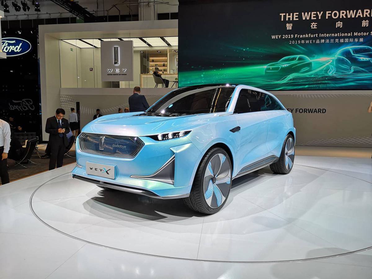 Первой премьерой китайского бренда Wey на нынешнем автосалоне во Франкфурте стал концептуальный паркетник S с 354-сильной электрической силовой установкой. Вторым дебютировал кроссовер Wey-X.