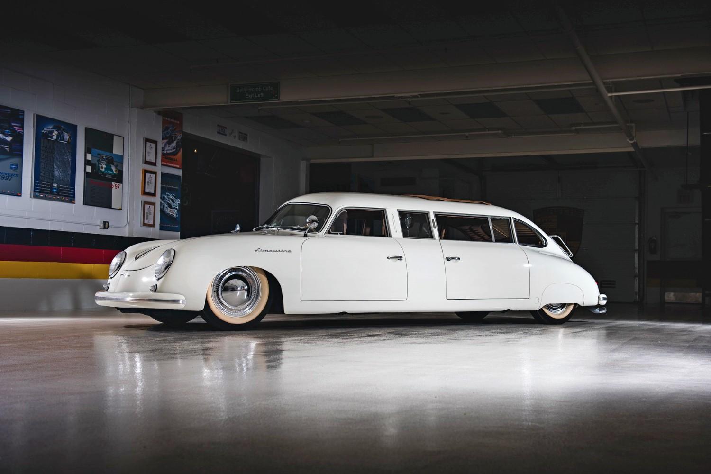 Буквально на днях в городе Дейтон (штат Огайо, США) состоялся аукцион, на котором распродавали коллекцию Porsche ныне покойного Джона Диксона – одного из самых преданных поклонников немецкой марки. Среди лотов были очень интересные экземпляры, к примеру, этот Porsche 356 Limousine.