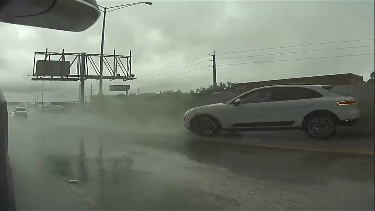 В интернете появилось очередное видео, снятое бортовой камерой Tesla. В ролике видно, как Porsche Macan в результате аквапланирования становится неуправляемым.