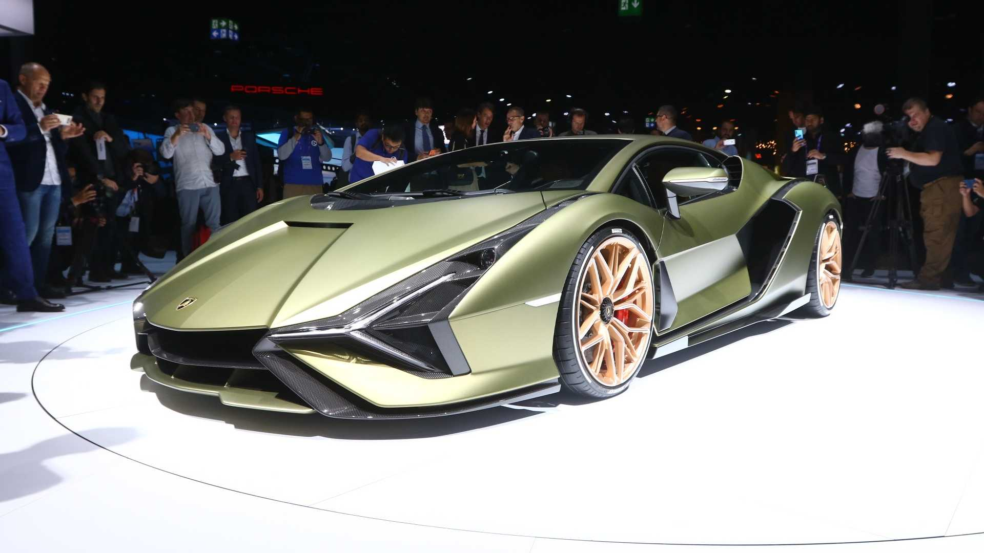 A couple days ago, Bloomberg reported that Volkswagen Group was considering selling the Lamborghini brand. Today, the German car corporation has stepped in with an official contradiction.