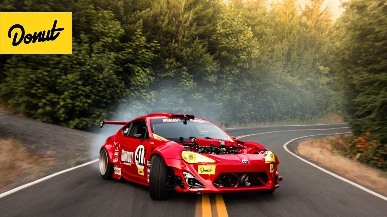 Компания Nitto опубликовала интересный ролик, в котором показана сложная цепная реакция, выстроенная по «принципу домино». Конечным шагом ряда действий стал дрифт на Toyota 86 с движком «Ферарри».