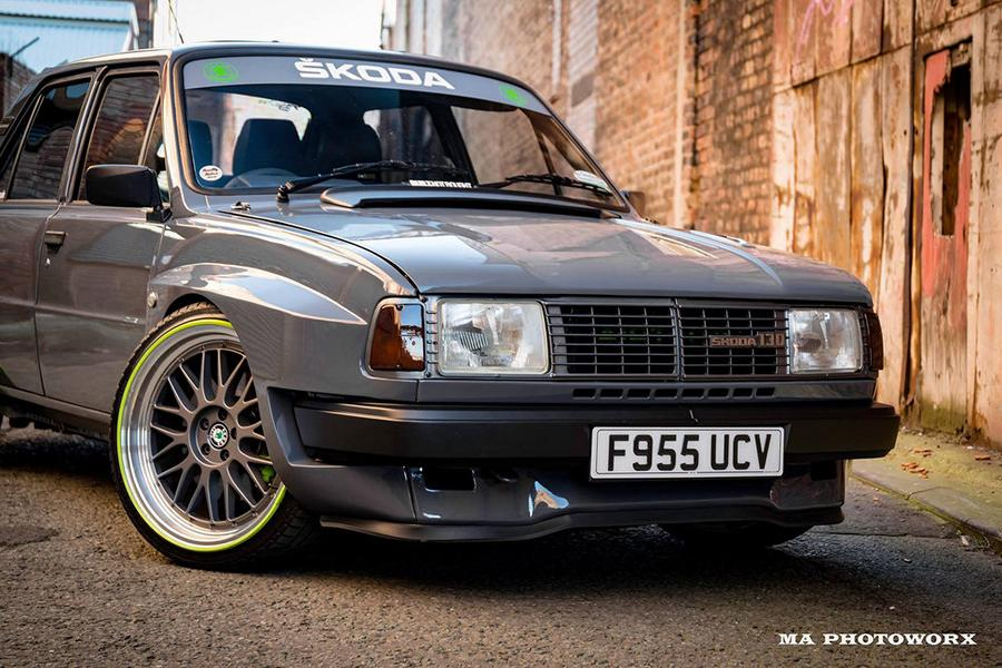 Truly worthwhile tuning releases have been coming a little bit slow lately, don't you think? If you do, we have a fix just for you, right here. A 1984 Skoda 130 L (Estelle) turned by Steven Gibson into a restomod… of sorts. What's the catch?