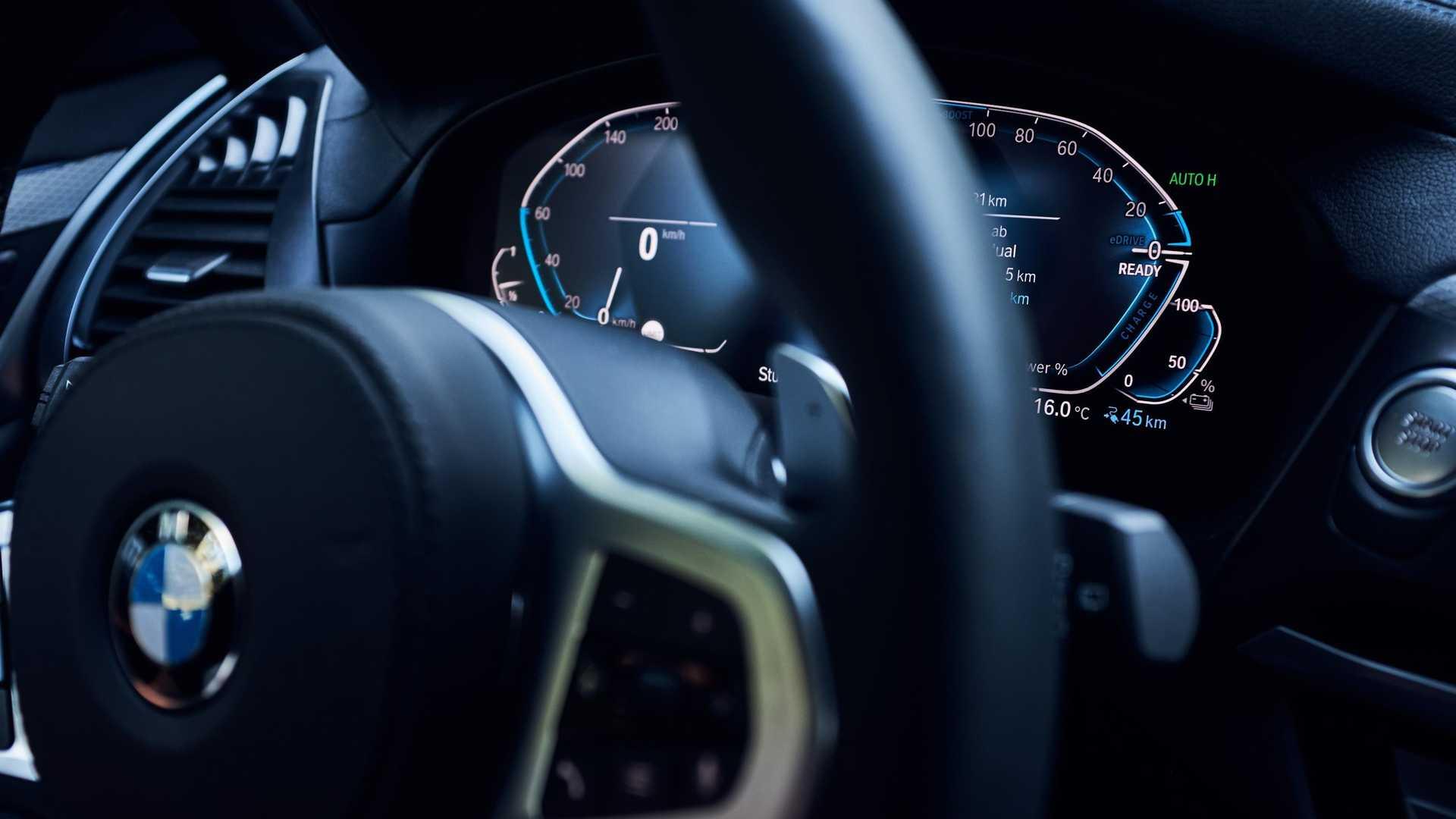 Компания BMW в следующем месяце начнёт производство подзаряжаемого гибрида с обозначением X3 xDrive30e. Это шестая подобная модель в гамме марки и второй такой кроссовер после X5 xDrive45e.