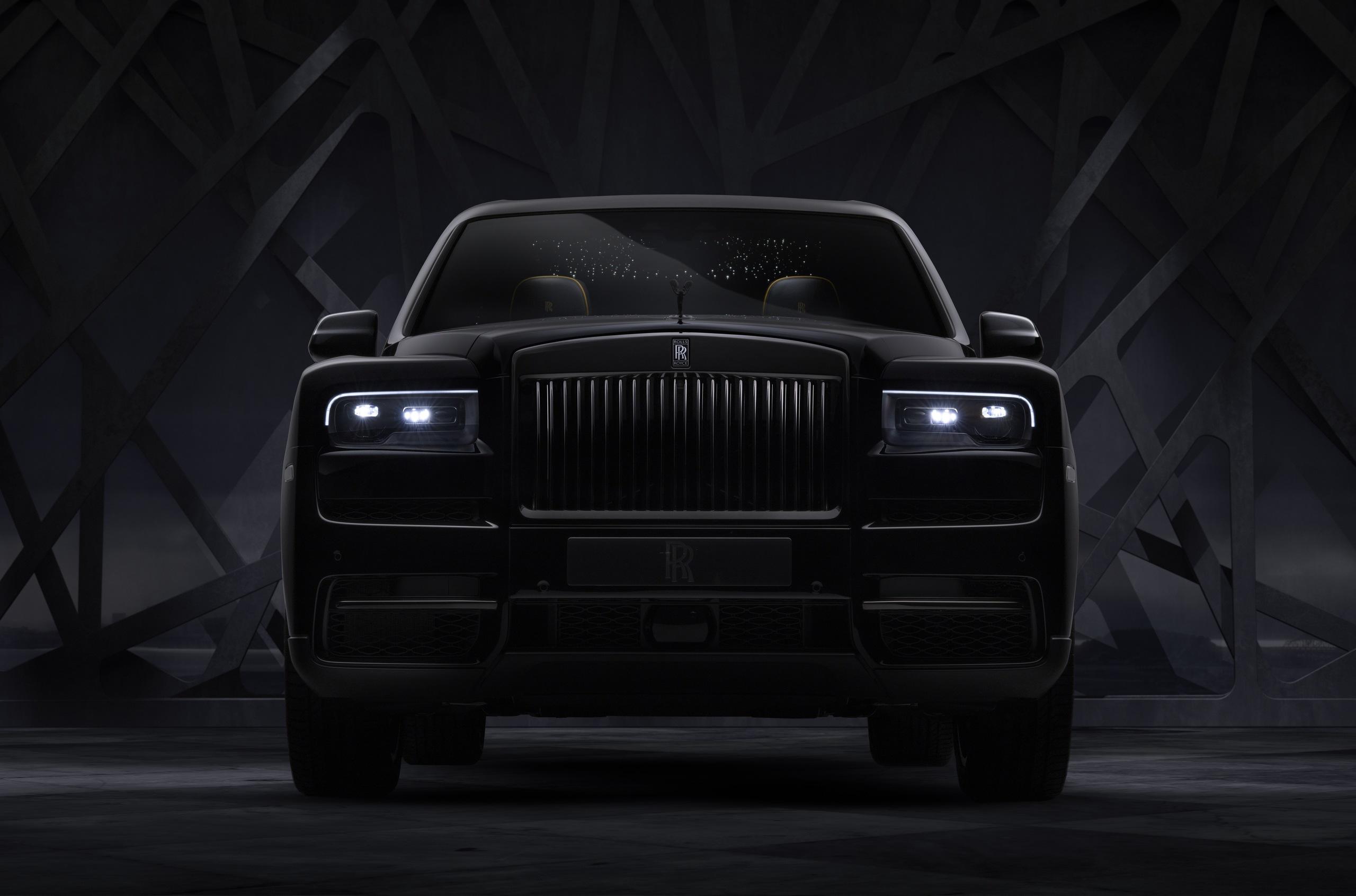 Rolls-Royce пополнил линейку Black Badge кроссовером Cullinan. Спецверсия получила форсированный движок, перенастроенную ходовую и «звездный» потолок.