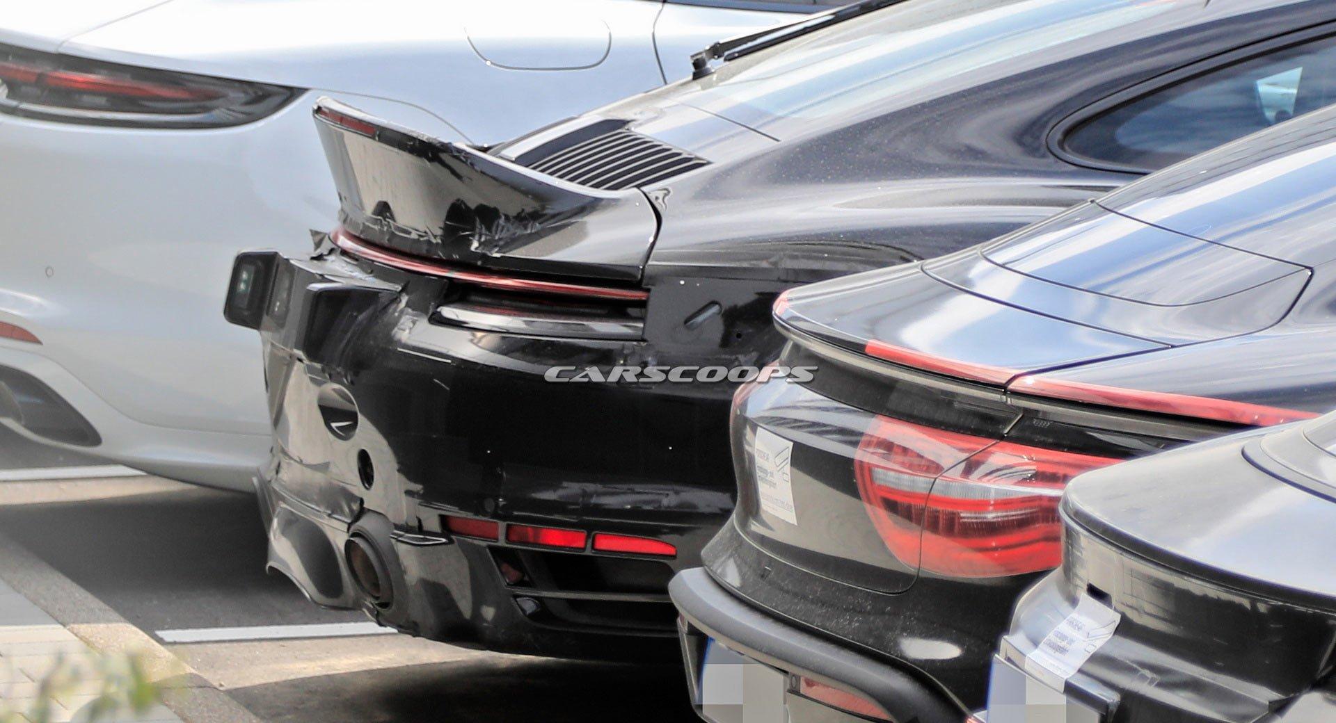 Фотошпионам попалась новая модификация Porsche 911 под названием Sport Classic, вдохновлённая культовыми «девятьсот одиннадцатыми» прежних времён.