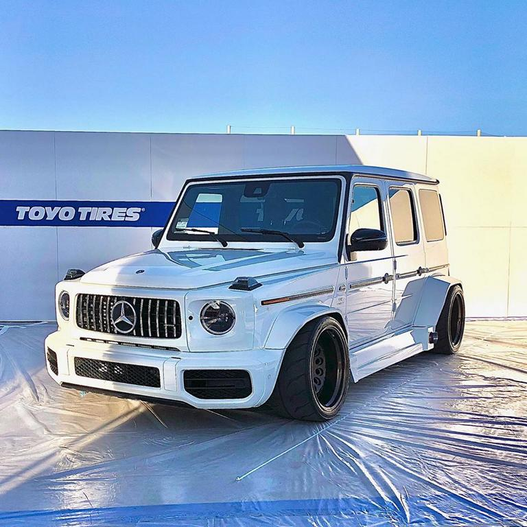 The SEMA tuning show may have ended, but we have countless interesting projects to share with you still. And while some will wait, this white Mercedes G63 AMG (W463A) that California-based tuner Sadistic Iron Werks turned into a track tool appears to scream, 'Look at me!'