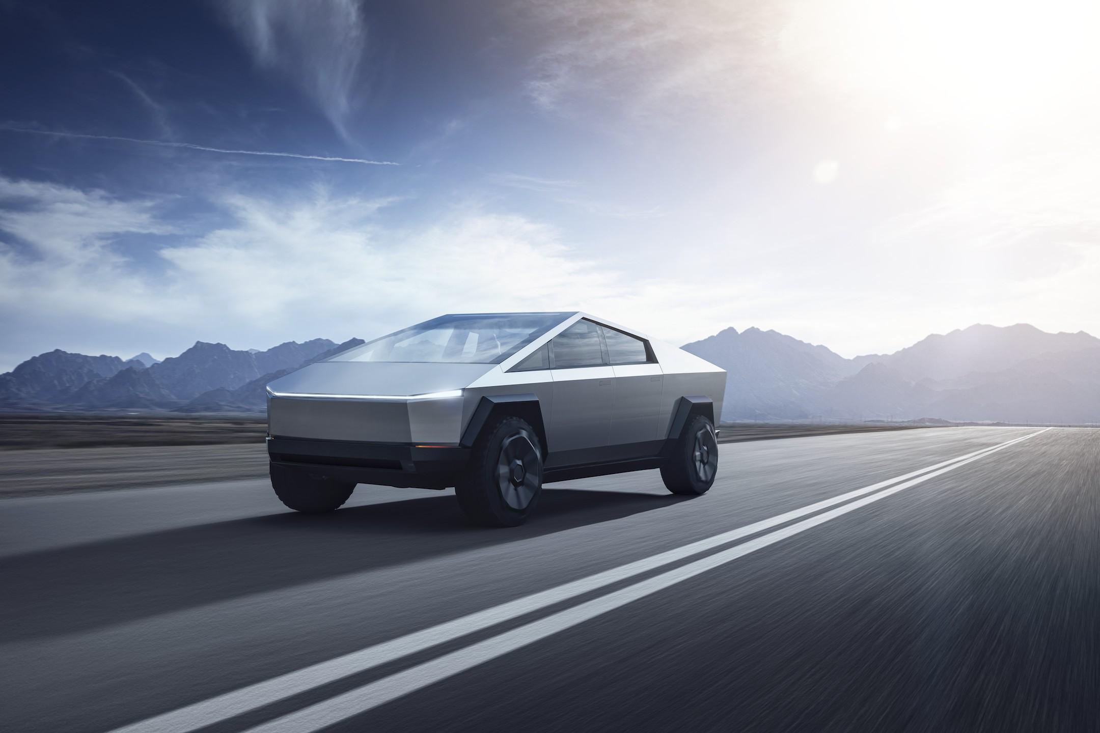 Несколько дней назад Tesla официально представила свой пикап под названием Cybertruck. Илон Маск в своём Твиттере рассказал о количестве предзаказов, полученных фирмой сразу после презентации новинки.