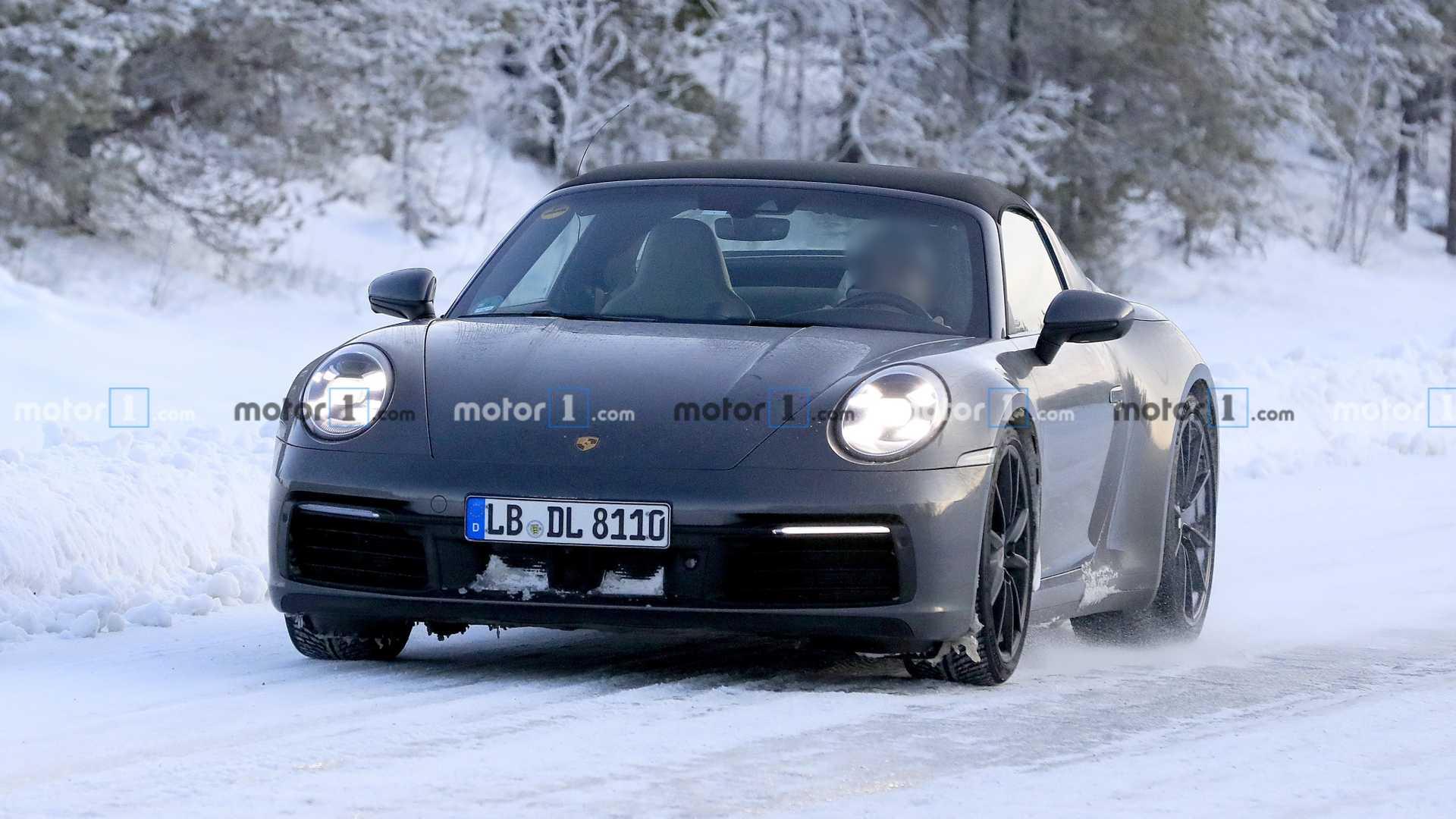 В сети совершенно неожиданно появились снимки с тестов Porsche 911 Targa в Арктике! Весьма необычное место для испытаний модели со съемным верхом.