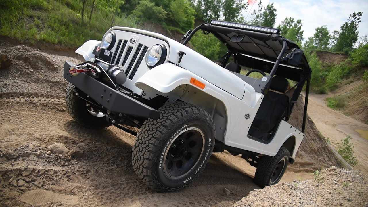Mahindra has been producing this lookalike of the legendary Jeep CJ based on a license for many years, and Jeep seemed completely unconcerned by this. Things changed abruptly with the company's arrival on the North American market and production launch in Michigan.