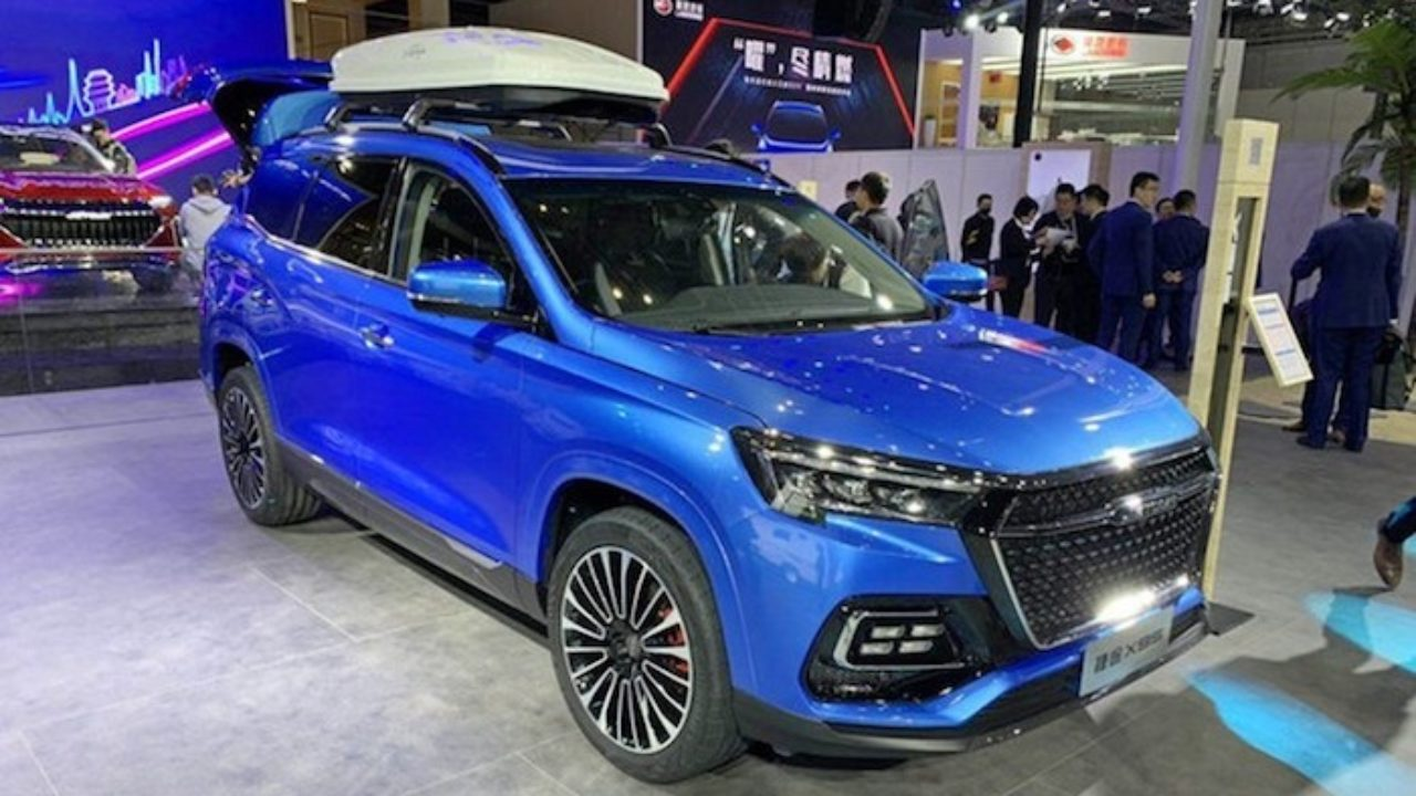 The car likely comes based on the Chery T1X chassis and tech, including the McPherson suspension struts in front and multi-link suspension in the back. The Jetour X 90 and the Chery Tiggo 7/8 use the same tech.