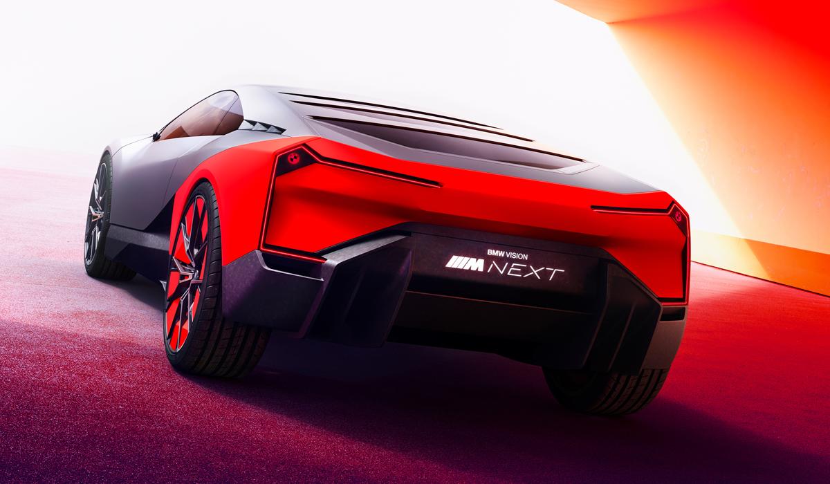 Производители снабжают электрокары специальными системами, воспроизводящими звук мотора, а компания BMW пошла ещё дальше: баварским автомобилям «поставит голос» композитор Ханс Циммер.