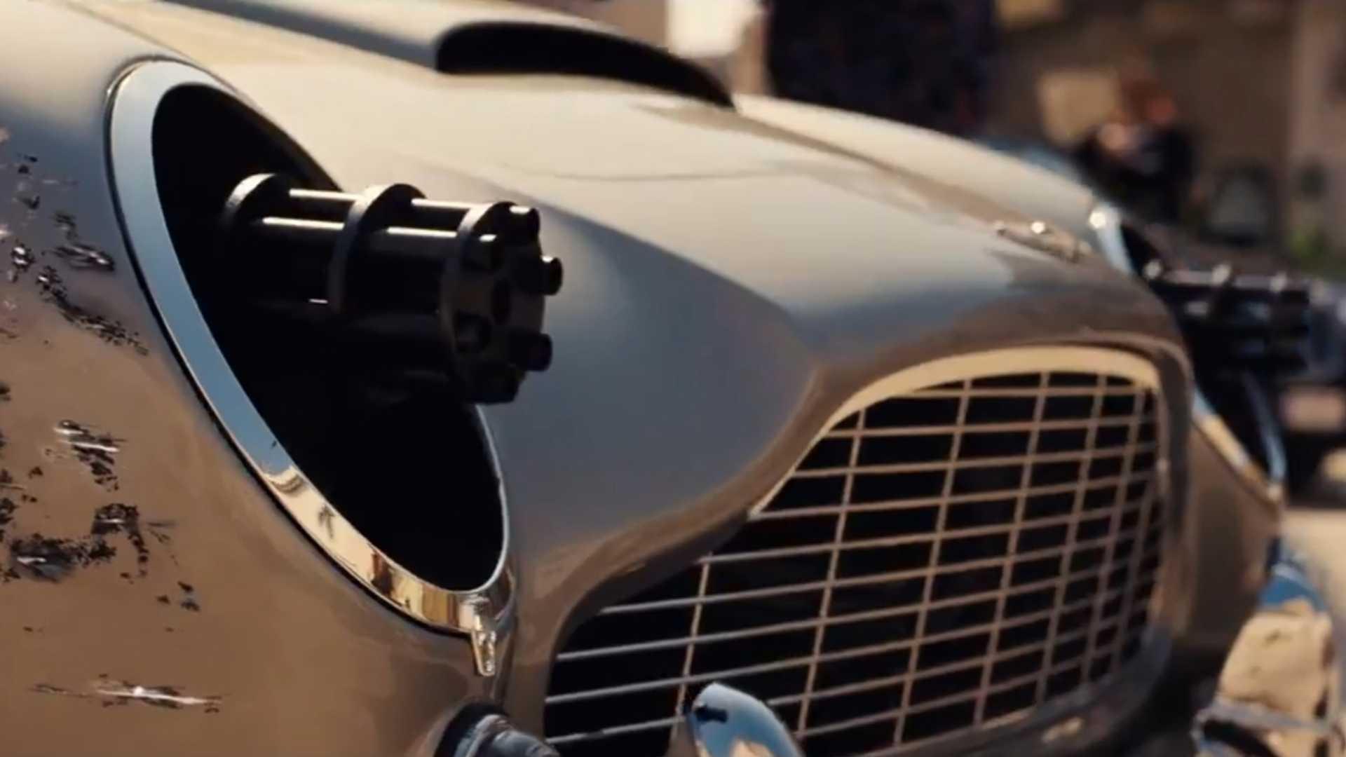 В сети опубликовали короткое видео 25-й части бондианы. В ролике показаны опасные трюки, перестрелки, сцены погони и, конечно, агентский автомобиль от Aston Martin.