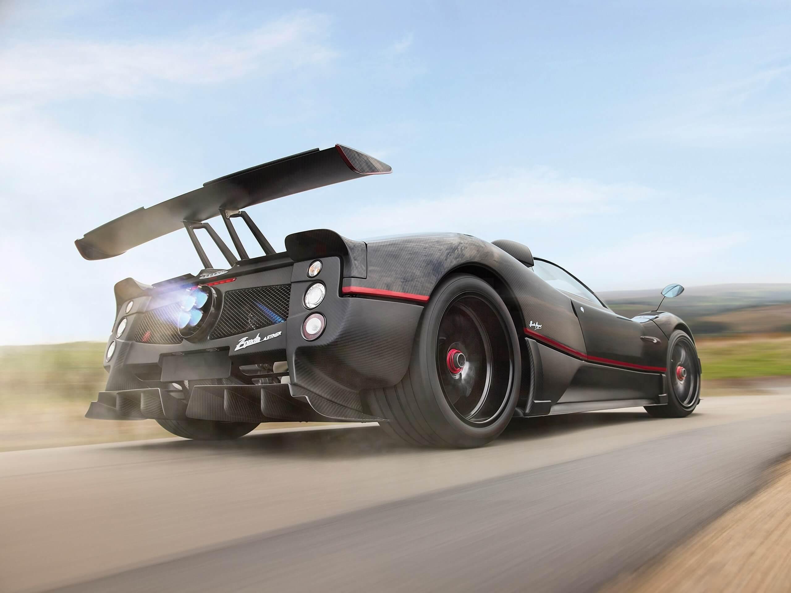На днях аукционный дом Sotheby's продал уникальный Pagani Zonda Aether. Изначально суперкар с механической коробкой передач и без крыши планировали реализовать максимум за $5 500 000, но итоговая цена оказалась на $682 000 больше. На сегодняшний день это самая дорогая «Зонда», проданная на аукционе.