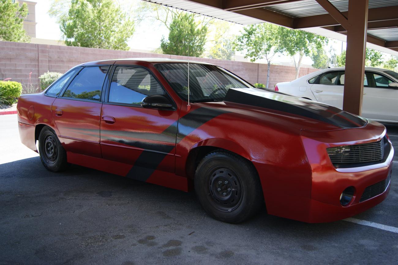 В 2001 году один американец приобрел подержанный Ford Taurus за символические $500. Несколько лет спустя дела пошли в гору, и он купил себе новехонький Chevrolet Camaro SS/RS 2010, а «Таурус» забросил в гараже. Но потом ему пришла в голову идея получше.