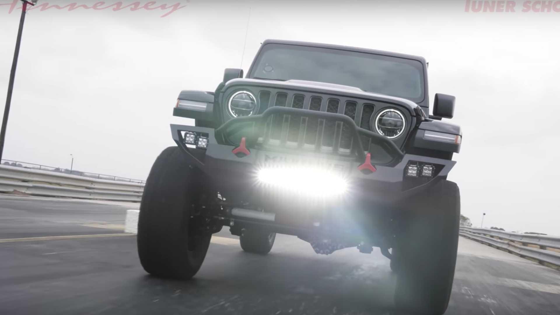 На YouTube-канале техасского тюнера Hennessey Performance появился ролик с подробным рассказом о модернизированном пикапе Jeep Gladiator за $200 000.