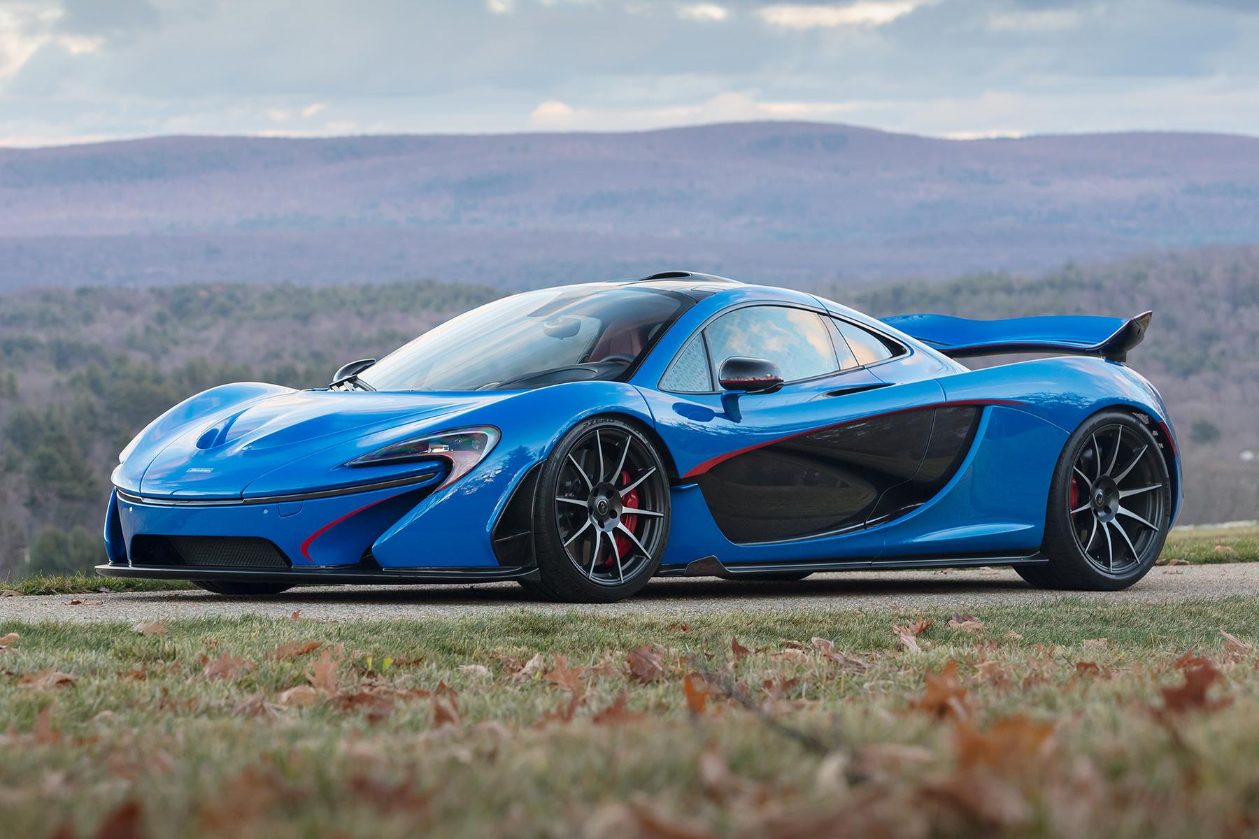 Руководитель компании McLaren Майк Флюитт заявил, что будущей весной фирма представит новую платформу для гибридных моделей с передними электродвигателями и возможностью подзарядки от розетки.