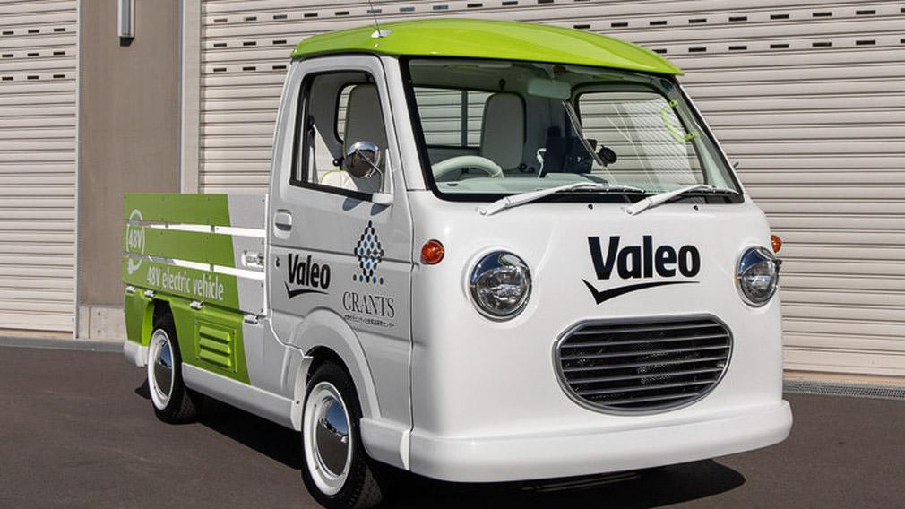 Французская компания Valeo в сотрудничестве с японским Университетом Гунма (подразделение CRANTS) разработала электрокар, позиционируемый как нечто среднее между пикапом и фургоном.
