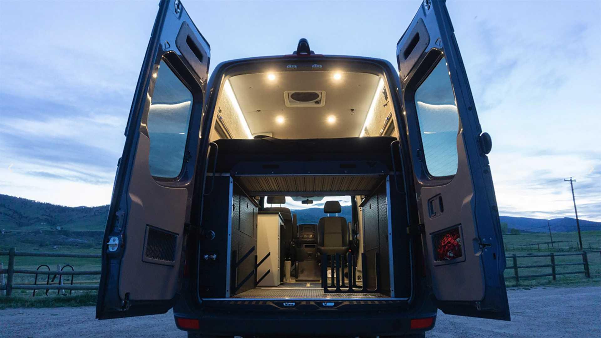Американская компания Titan Vans из Колорадо известна своими домами на колесах, максимально персонализированными для каждого клиента. Их новый проект ориентирован не просто на любителей путешествий, а на лыжников и серферов.