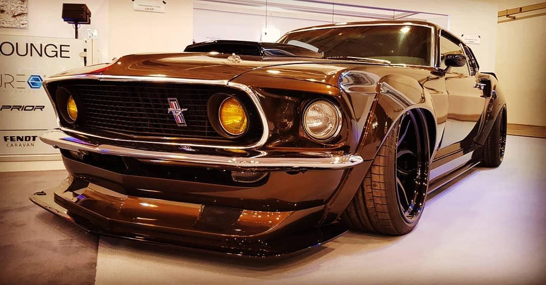На мотор-шоу в Эссене Prior Design презентовал уникальный рестомод на базе Ford Mustang GT 1969-го модельного года. «Старичку» достался новый боди-кит, диски и отреставрированный салон.