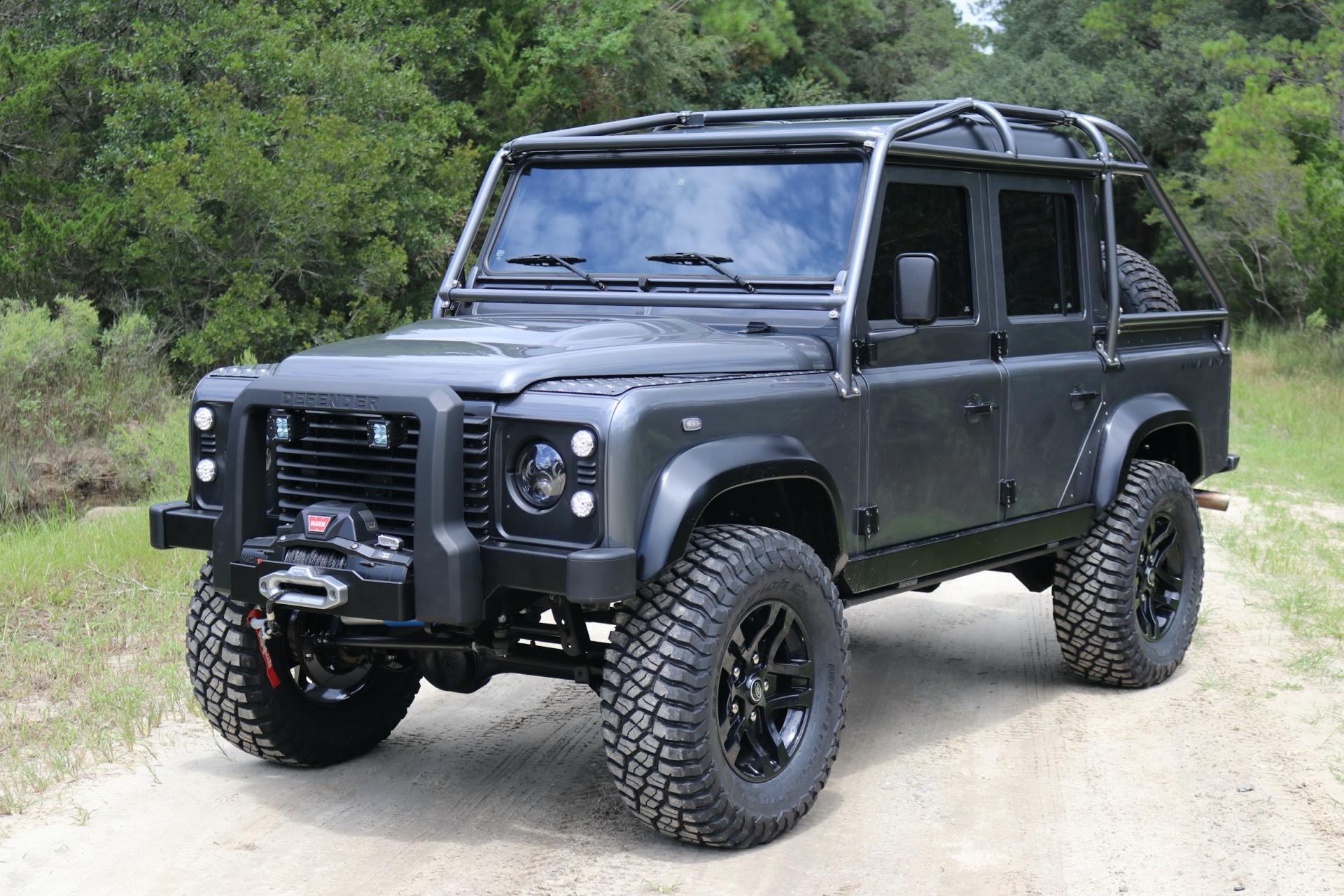 Команда ателье Himalaya представила свою версию Land Rover Defender 110. От серийного пикапа остался только кузов: автомобиль был разобран до основания и вновь собран с иными комплектующими. Цена проекта составила $250 000.