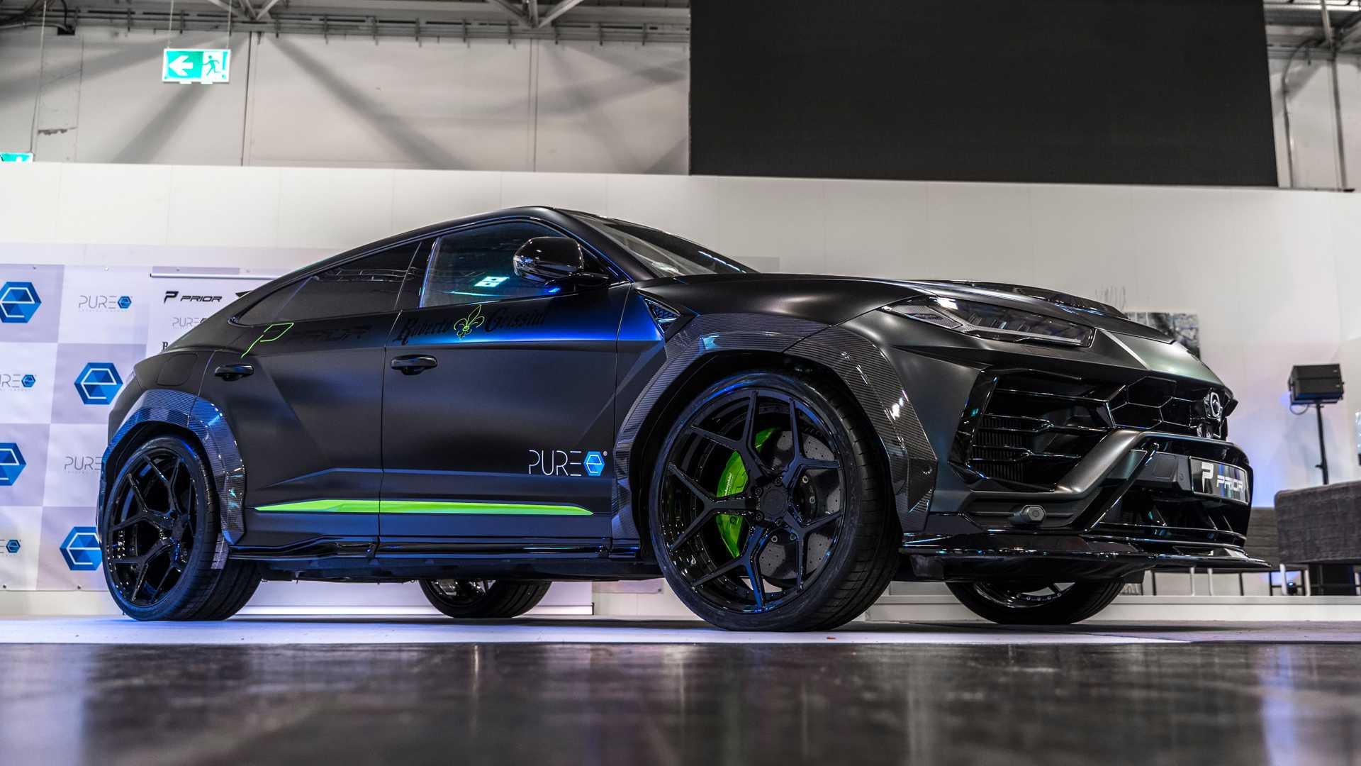 Мастерская Prior Design представила достаточно спорный кузовной обвес для Lamborghini Urus. В центре внимания – широкие крылья, гигантский диффузор и выпуклый капот.