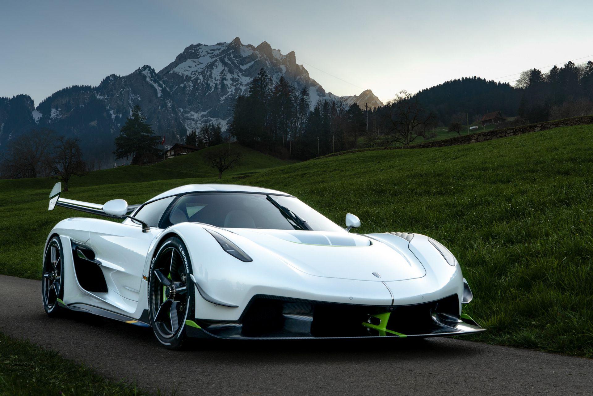 На грядущем мотор-шоу в Женеве Koenigsegg представит новый прототип с именем Mission 500. Судя по названию, гиперкару поставят задачу развить максимальную скорость более 500 км/ч.