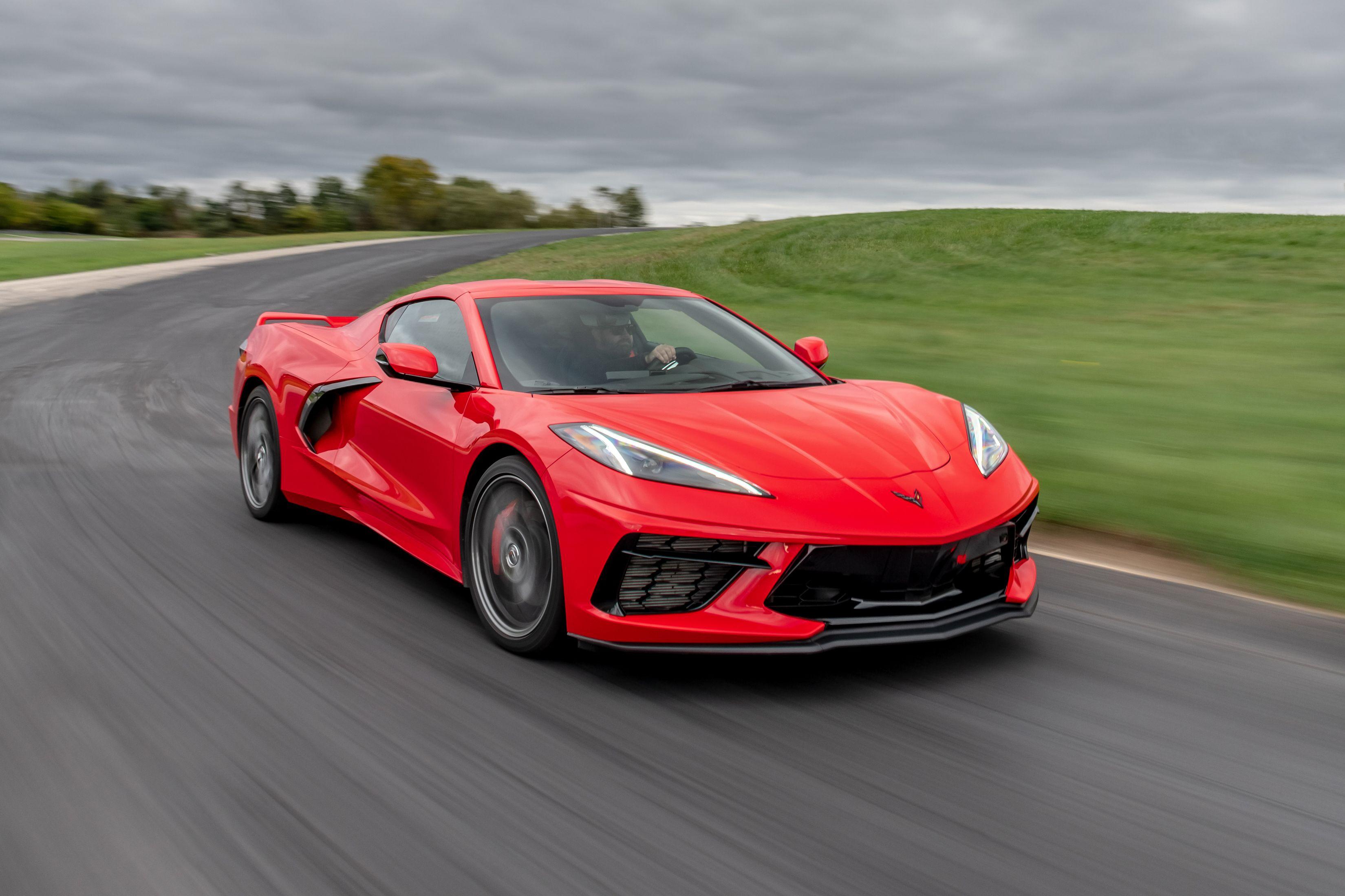 На специальном мероприятии в Детройте организаторы конкурса NACTOY назвали победителей премии. Лучшим легковым автомобилем года стал Chevrolet Corvette восьмого поколения.