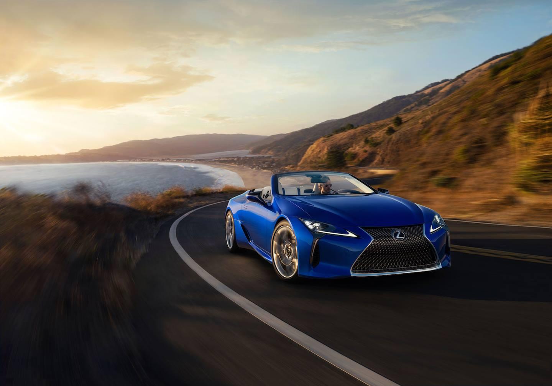 Lexus LC 500 Convertible был представлен в ноябре 2019 года в Лос-Анджелесе. Продажи в США начнутся летом, но первый покупатель уже 17 января сможет приобрести на аукционе уникальный экземпляр модели.