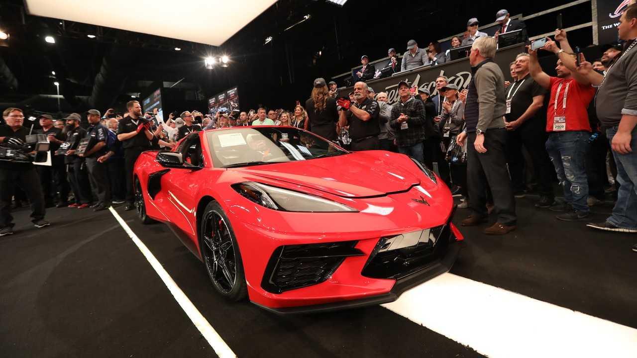 Очередные торги принесли новый рекорд: первый среднемоторный Chevrolet Corvette Stingray С8 куплен за 3 миллиона долларов.