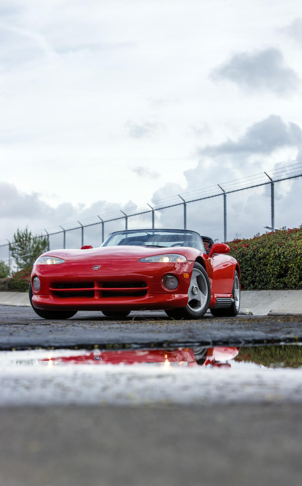 Bonhams has just sold a unique Dodge Viper RT/10 to an anonymous client for 285,500 USD. Apart from being the first Viper ever, the car used to belong to famous Ford/Chrysler executive Lee Iacocca.