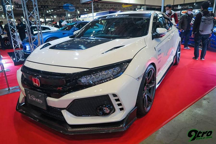 Вчера мы писали про обвесы Varis Japan MFG Co. ltd для новой «Супры»: Supreme и Arising. Так вот, на фоне шумихи вокруг популярного спорткара мало кто вспомнил, что второй боди-кит уже полтора года продается для Honda Civic Type R.