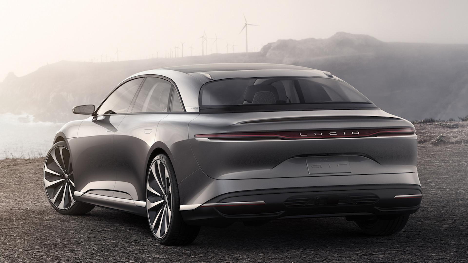На грядущем мотор-шоу в Нью-Йорке компания Lucid представит электрический седан Air, который может похвастать сверхбыстрым разгоном до 100 км/ч за 2,5 секунды и максималкой в 378 км/ч. Для сравнения, предельная скорость Tesla Model S равна 250 км/ч.